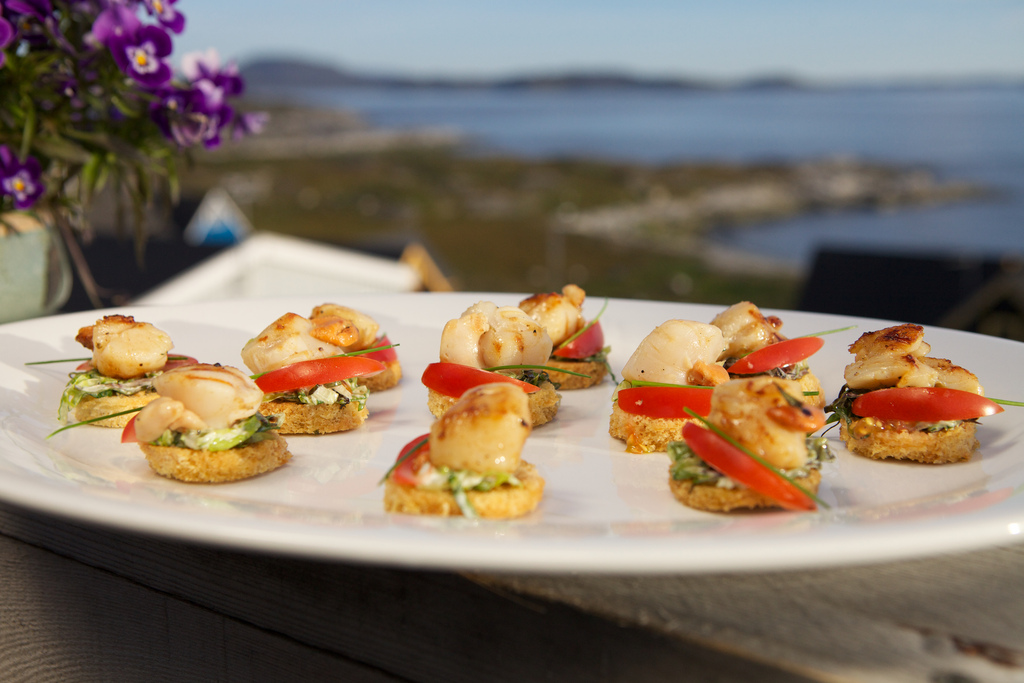 Scallop canapes taste of greenland for Canape with ingredients